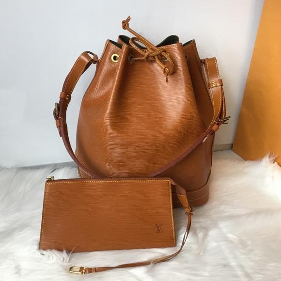 37344f418dda Louis Vuitton Handbags - 100% Authentic Louis Vuitton Epi Noe GM with Pouch